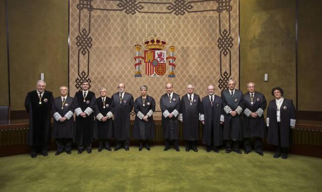 gra391-madrid-15-03-2017-fotografia-facilitada-por-el-tribunal-constitucional-archivo-tc-a-de-a-de-la-foto-de-familia-de-los-magistrados-que-componen-en-tribunal-constitucional-tras-la-
