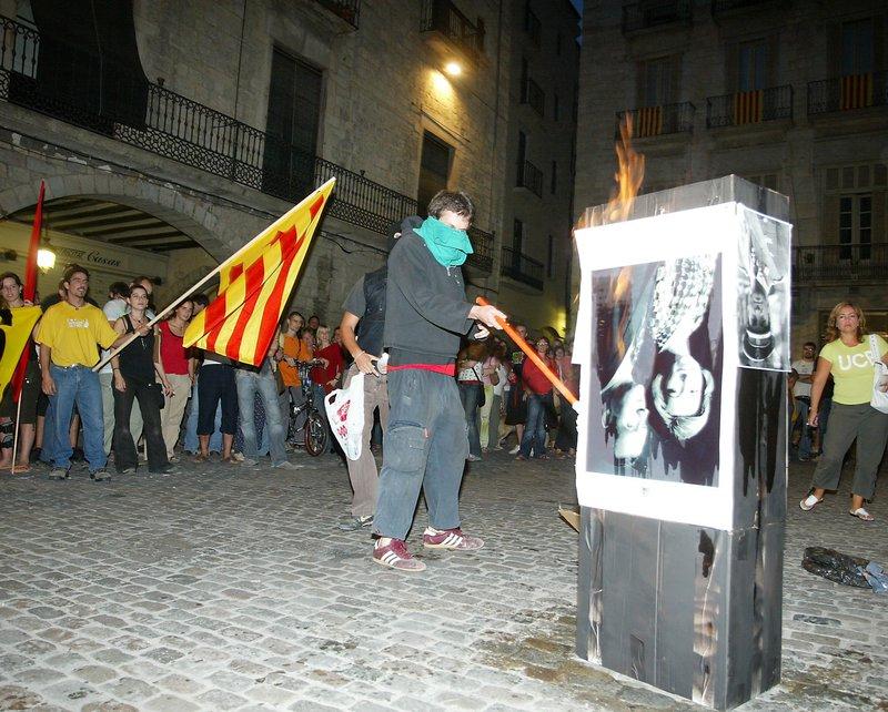 Girona. Manifestació contra la visita del Rei, a la plaça del Vi Girona. Manifestació contra la visita del Rei, a la plaça del Vi