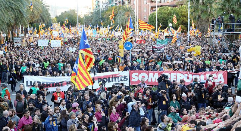 Barcelona. Manifestació de L'Assemblea Nacional Catalana i Òmnium Cultural per reclamar la llibertat dels presos polítics