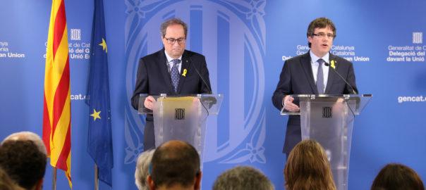 L'expresident Carles Puigdemont i el president Quim Torra durant la roda de premsa a la Delegació de la Generalitat davant la UE el 28 de juliol del 2018
