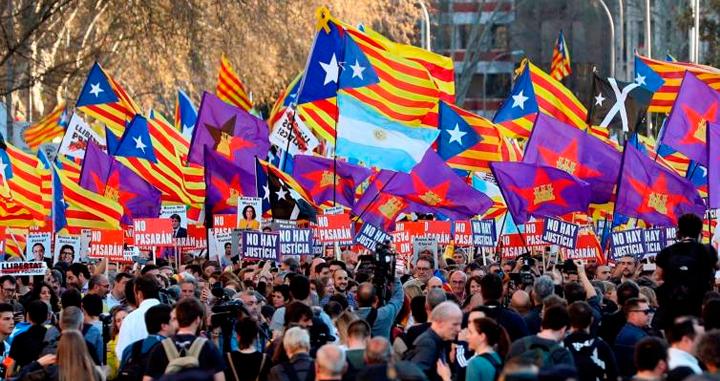 manifestacion-independentista-madrid-banderas