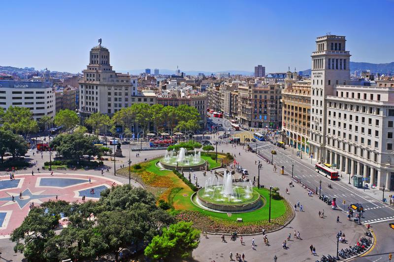 barcelona-españa-de-agosto-vista-aérea-de-placa-catalunya-el-de-agosto-de-en-barcelona-españa-este-cuadrado-se-considera-ser-el-30305517